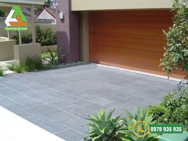 Đá sa thạch bền màu và chống thấm tốt, rất thích hợp cho sân vườn