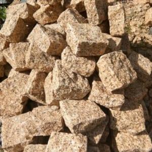 đá cubic vàng granite