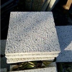 Đá granite vàng nhạt Bình Định 30x30cm dày 3cm băm nhám, chất lượng, mẫu mã đẹp