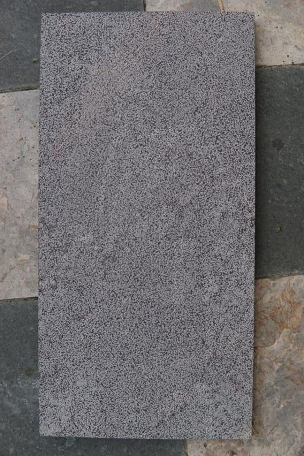 Đá xanh đen 30x60 dày 3cm băm toàn phần