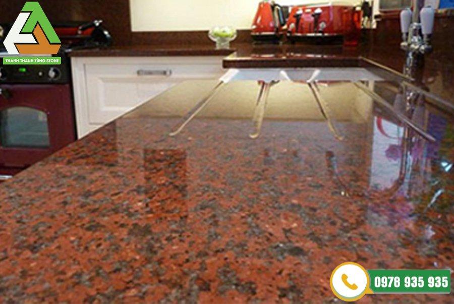 Đá granite đỏ Bình Định được sử dụng để ốp mặt bếp