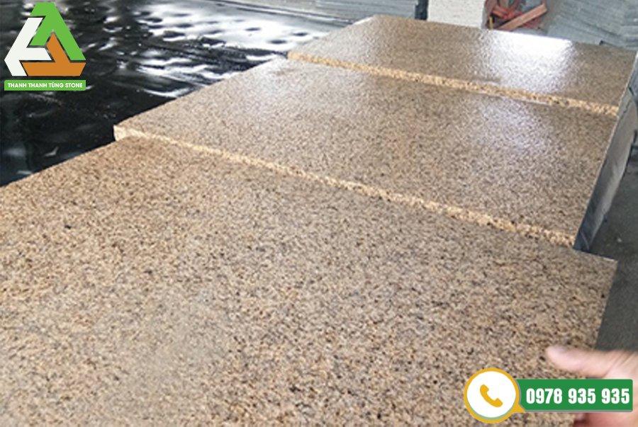 Đá granite vàng khò lửa Bình Định mang vẻ đẹp nhẹ nhàng tôn lên vẻ đẹp sang trọng cho ngôi nhà của bạn