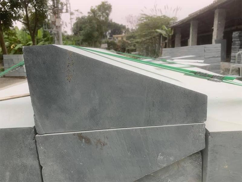 Đá bó vỉa xanh rêu 100x18×22 vát cạnh