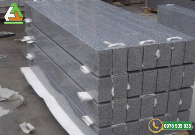 Chất liệu đá bỏ vỉa tự nhiên với khả năng chống trơn trượt cao