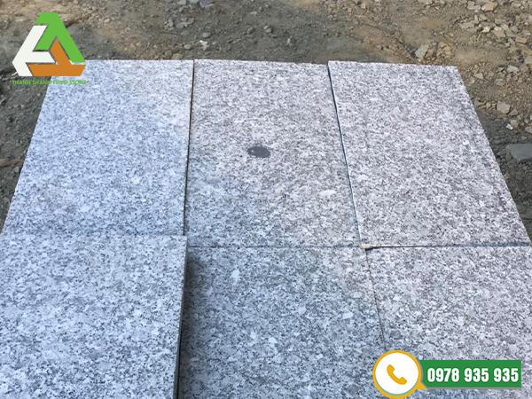 Đá khò tạo nhám granite trắng suối lau
