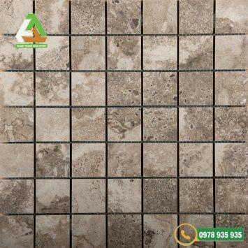 Mẫu đá ốp lát bể bơi mosaic chống bám bẩn