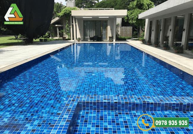 Mẫu đá ốp lát bể bơi mosaic bền đẹp