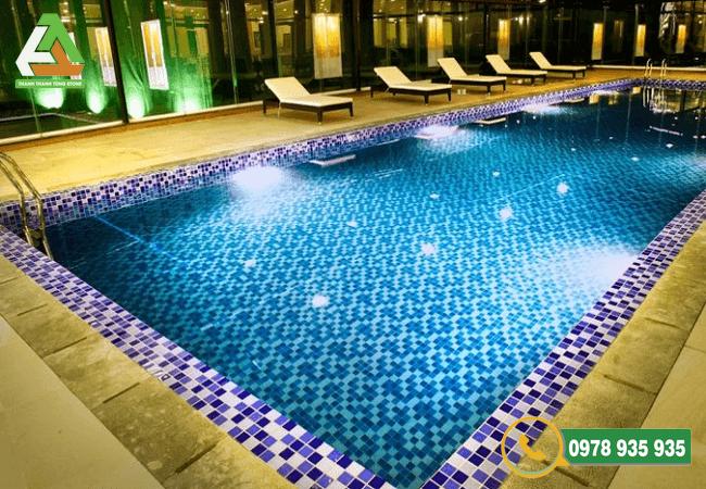 Đá ốp lát bể bơi nâng tầm vẻ đẹp không gian