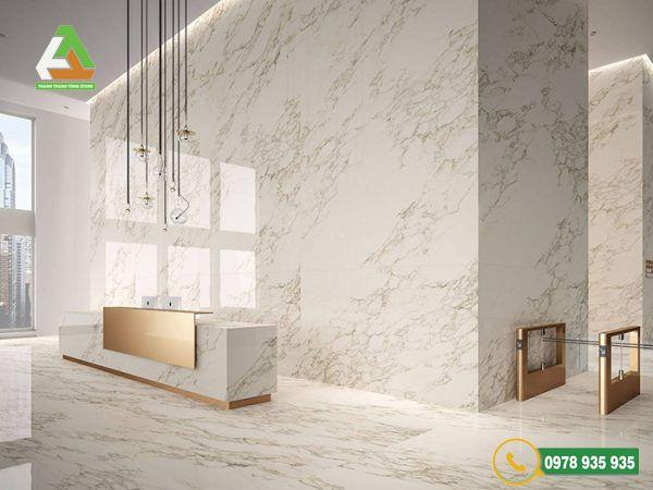Mẫu đá ốp tường phòng khách bền theo thời gian