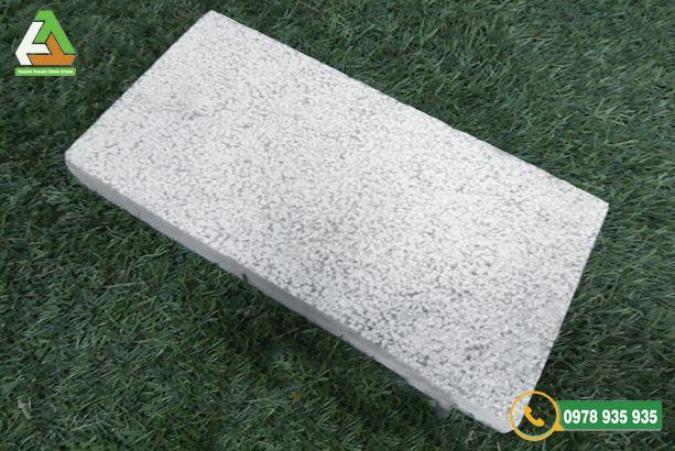 Mẫu đá lát ghi sáng băm mặt dùng trong ốp lát sân vườn