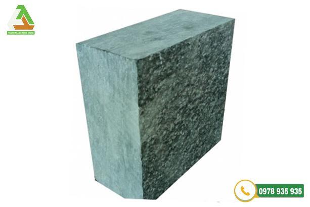 Đá cubic xanh rêu là loại đá lát sân vườn có dạng hình khối cubic