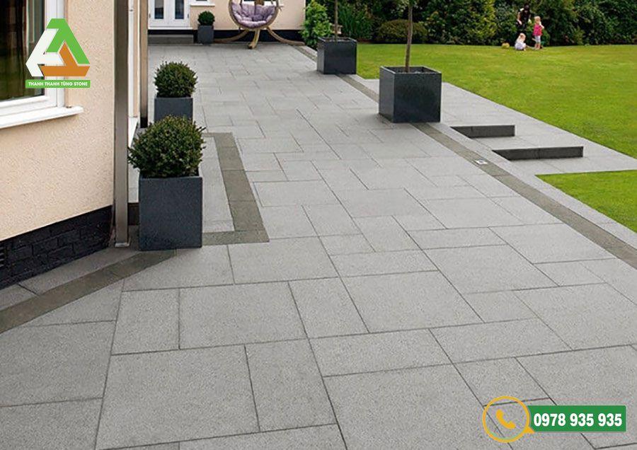 Đá bazan là mẫu đá lát sân vườn xuất hiện nhiều ở các công trình nhà ở