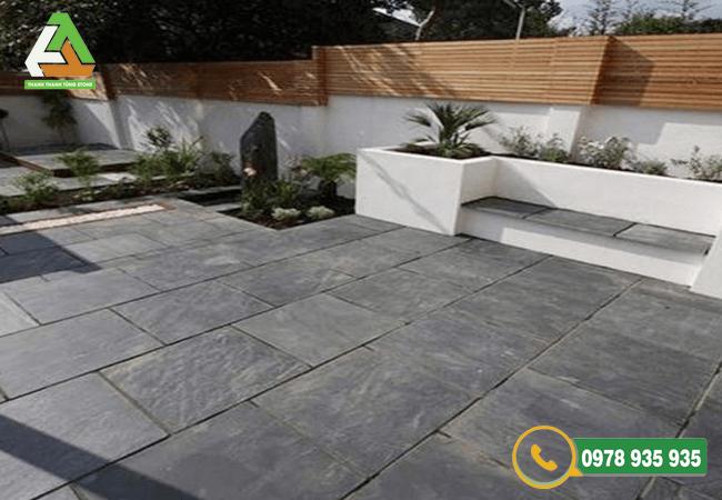 Đá lát sân vườn sở hữu độ bền và độ cứng cao