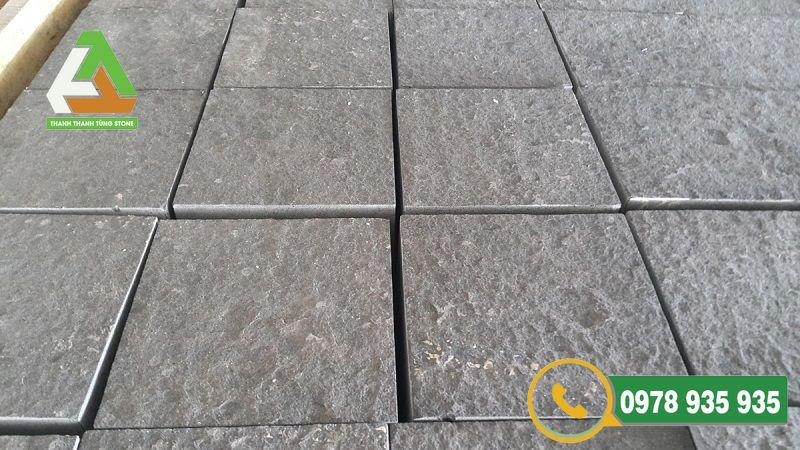 Ưu điểm nổi bật của đá bazan đen để lát sân vườn