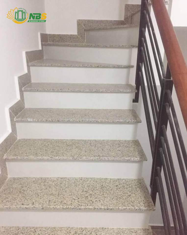 Ốp lát cầu thang bằng đá granite trắng Ấn Độ