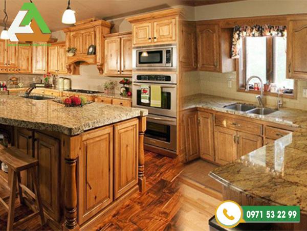 Ốp lát đá tự nhiên bàn bếp khiến khu bếp trở nên ấm cúng